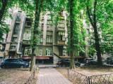 Pecherskiy disrtict Shelkovichnaya street 10 metro Kreshchatyk rent modern flat 80 sq.m.