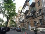 Huge 1- BR apartment Kiev rent metro Kreshatik center Bessarabka Kropivnitskogo 18 str.